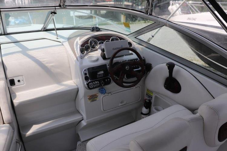 Photo 9 of 33 - 2005 Crownline 250 CR Express for sale