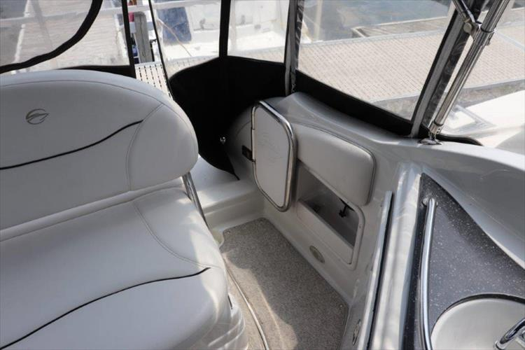 Photo 17 of 33 - 2005 Crownline 250 CR Express for sale