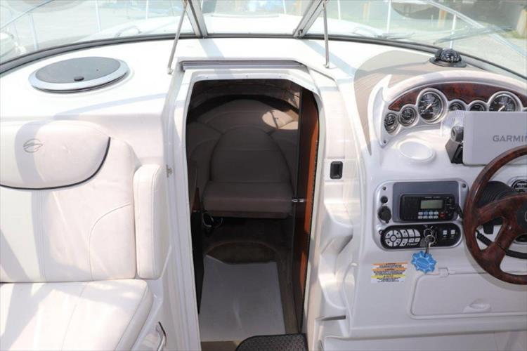 Photo 21 of 33 - 2005 Crownline 250 CR Express for sale
