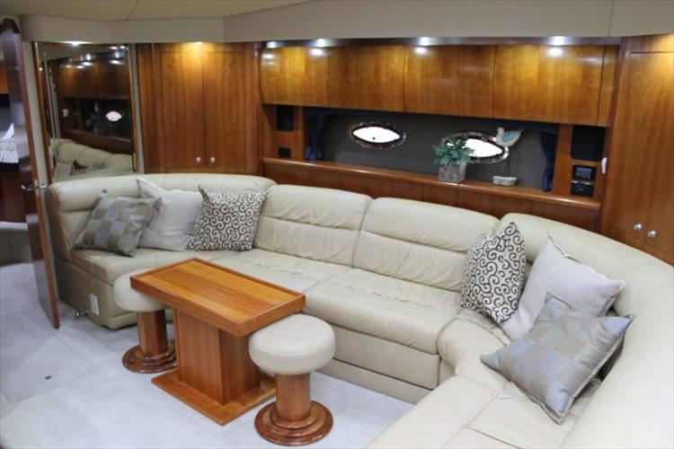 Photo 9 of 39 - 2008 Cruisers Yachts 520 Express for sale
