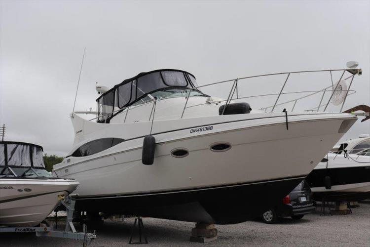 Photo 3 of 48 - 2001 Carver 350 Mariner for sale