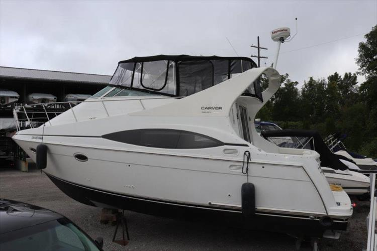 Photo 4 of 48 - 2001 Carver 350 Mariner for sale