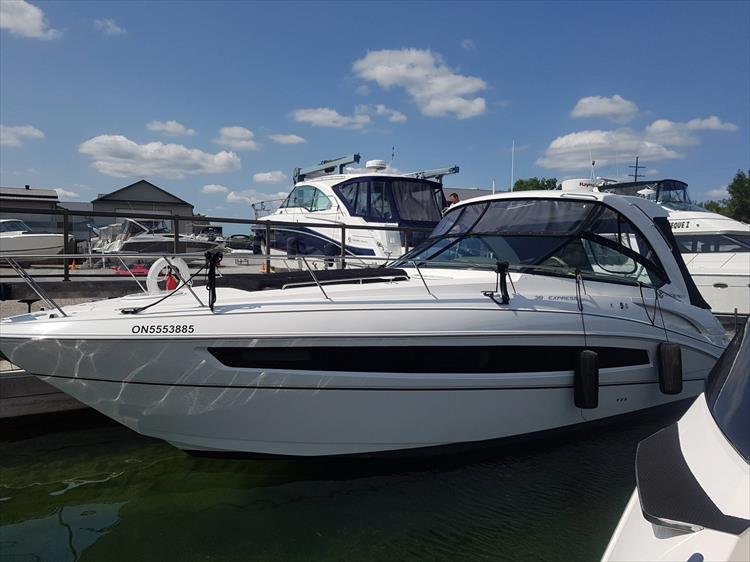 Photo 10 of 72 - 2017 Cruisers Yachts 38 Express for sale