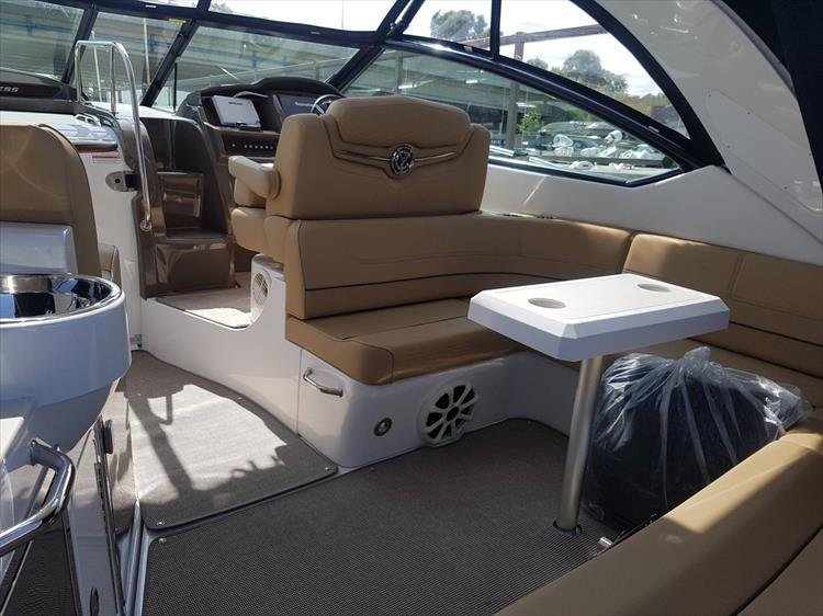 Photo 16 of 72 - 2017 Cruisers Yachts 38 Express for sale