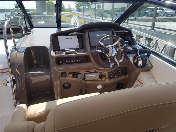 Photo 17 of 72 - 2017 Cruisers Yachts 38 Express for sale