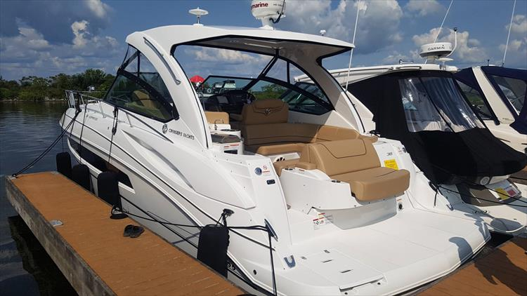 Photo 13 of 72 - 2017 Cruisers Yachts 38 Express for sale