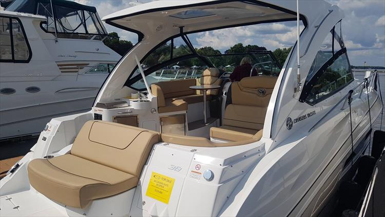 Photo 12 of 72 - 2017 Cruisers Yachts 38 Express for sale