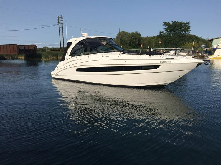 Photo 3 of 72 - 2017 Cruisers Yachts 38 Express for sale