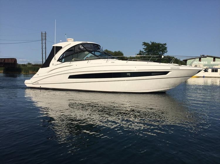 Photo 2 of 72 - 2017 Cruisers Yachts 38 Express for sale