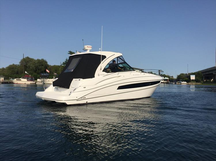 Photo 4 of 72 - 2017 Cruisers Yachts 38 Express for sale