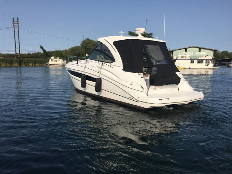 Photo 7 of 72 - 2017 Cruisers Yachts 38 Express for sale