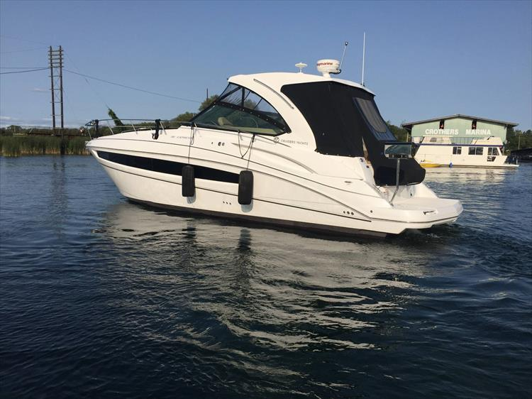 Photo 6 of 72 - 2017 Cruisers Yachts 38 Express for sale
