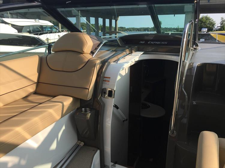 Photo 35 of 72 - 2017 Cruisers Yachts 38 Express for sale