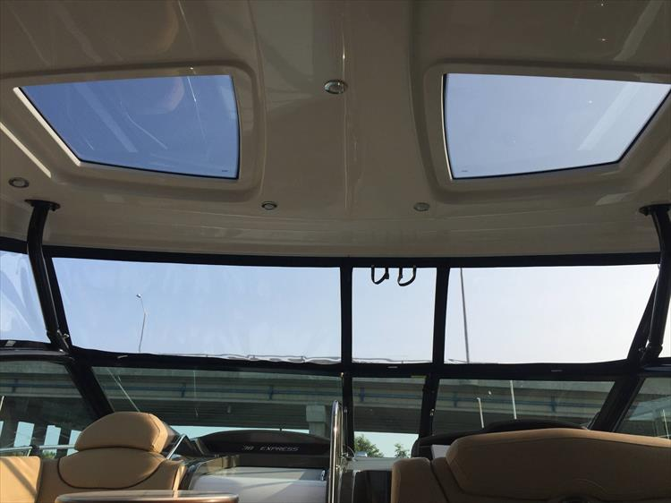 Photo 34 of 72 - 2017 Cruisers Yachts 38 Express for sale