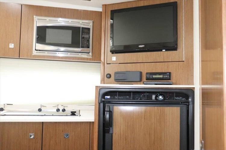 Photo 56 of 72 - 2017 Cruisers Yachts 38 Express for sale