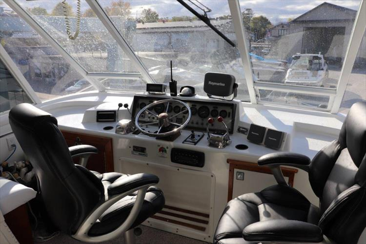 Photo 18 of 94 - 1985 Chris Craft 425 Catalina for sale
