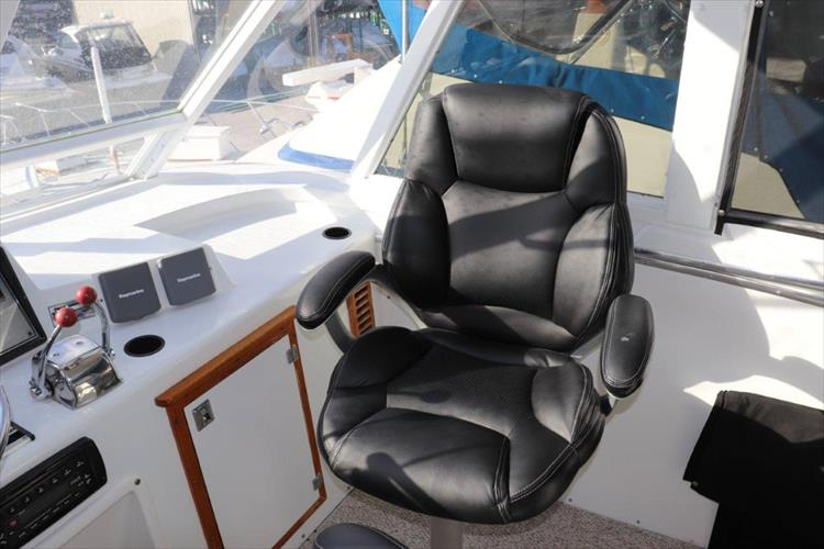 Photo 22 of 94 - 1985 Chris Craft 425 Catalina for sale