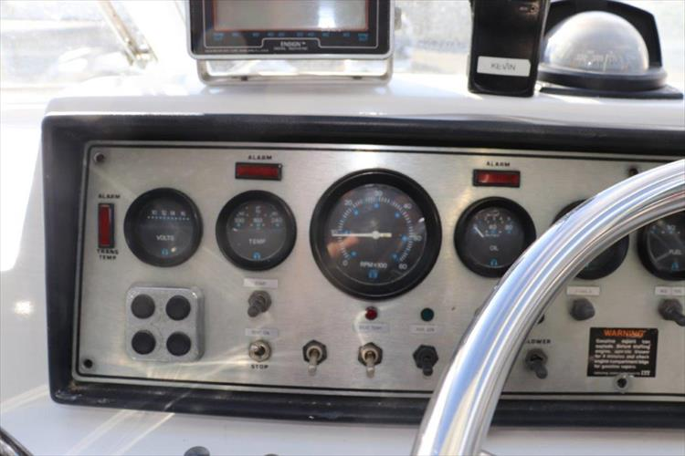 Photo 27 of 94 - 1985 Chris Craft 425 Catalina for sale