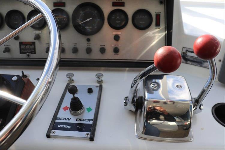Photo 30 of 94 - 1985 Chris Craft 425 Catalina for sale