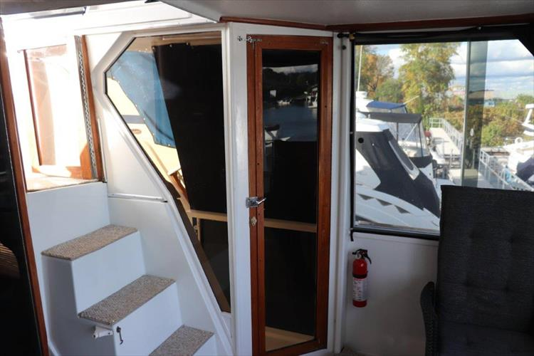 Photo 42 of 94 - 1985 Chris Craft 425 Catalina for sale