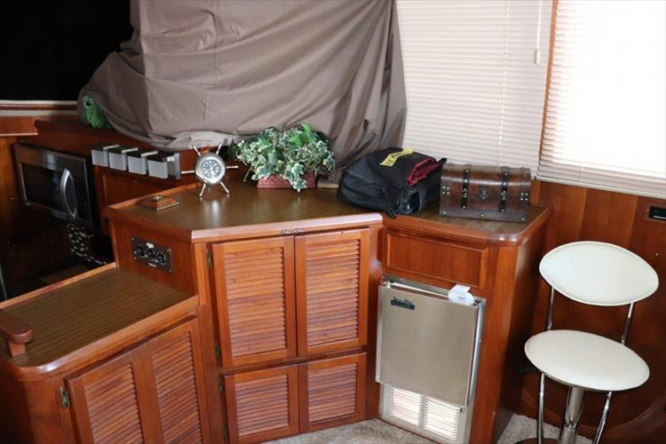 Photo 53 of 94 - 1985 Chris Craft 425 Catalina for sale