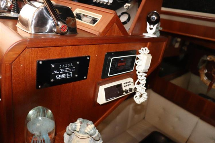 Photo 61 of 94 - 1985 Chris Craft 425 Catalina for sale