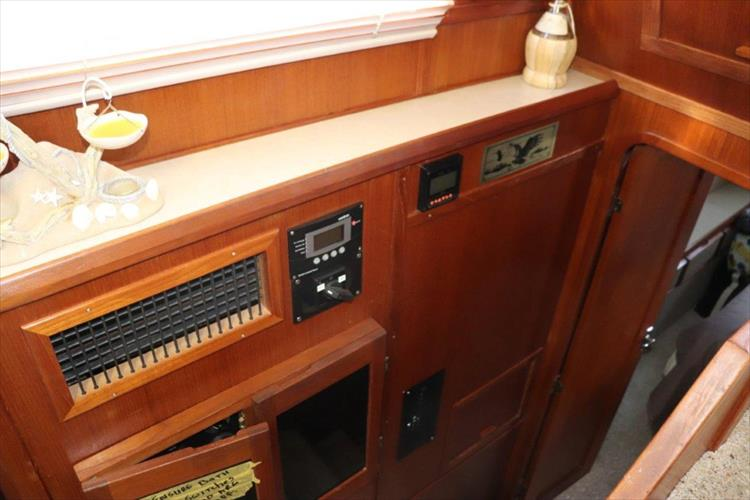 Photo 76 of 94 - 1985 Chris Craft 425 Catalina for sale