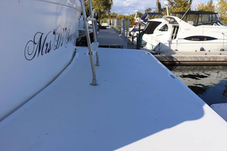 Photo 11 of 94 - 1985 Chris Craft 425 Catalina for sale
