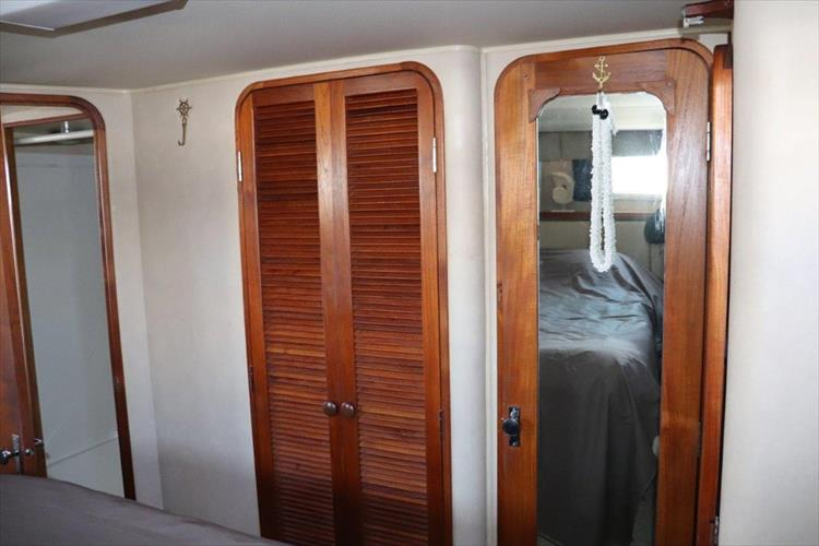 Photo 80 of 94 - 1985 Chris Craft 425 Catalina for sale