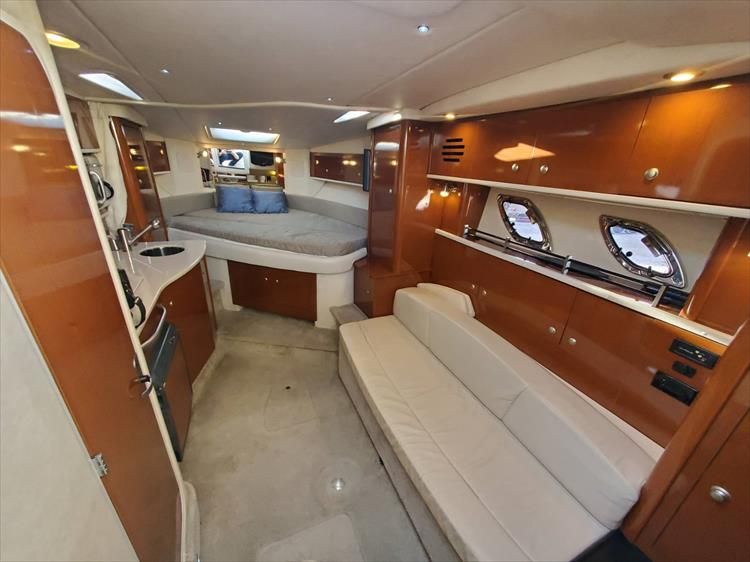 Photo 23 of 40 - 2008 Sea Ray 310 Sundancer for sale