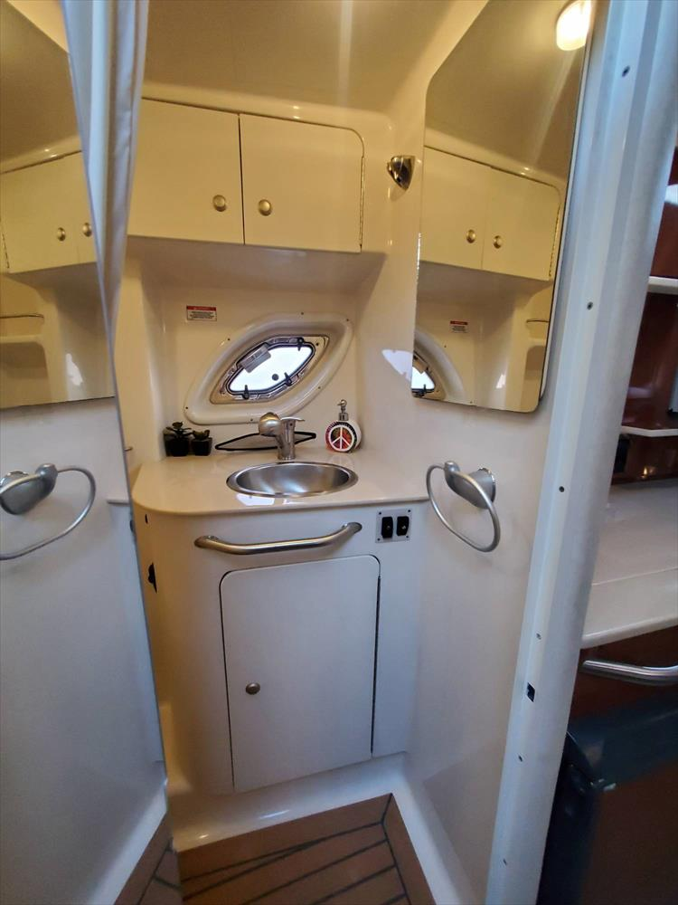 Photo 32 of 40 - 2008 Sea Ray 310 Sundancer for sale