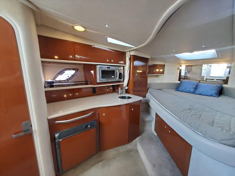 Photo 24 of 40 - 2008 Sea Ray 310 Sundancer for sale