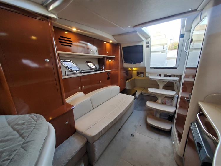 Photo 25 of 40 - 2008 Sea Ray 310 Sundancer for sale