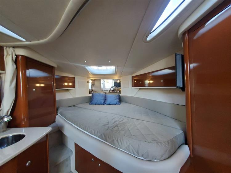 Photo 26 of 40 - 2008 Sea Ray 310 Sundancer for sale