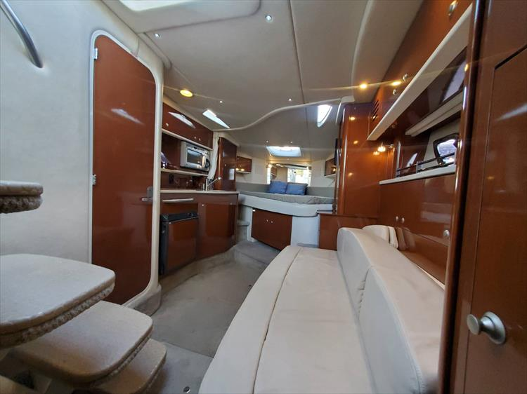 Photo 30 of 40 - 2008 Sea Ray 310 Sundancer for sale