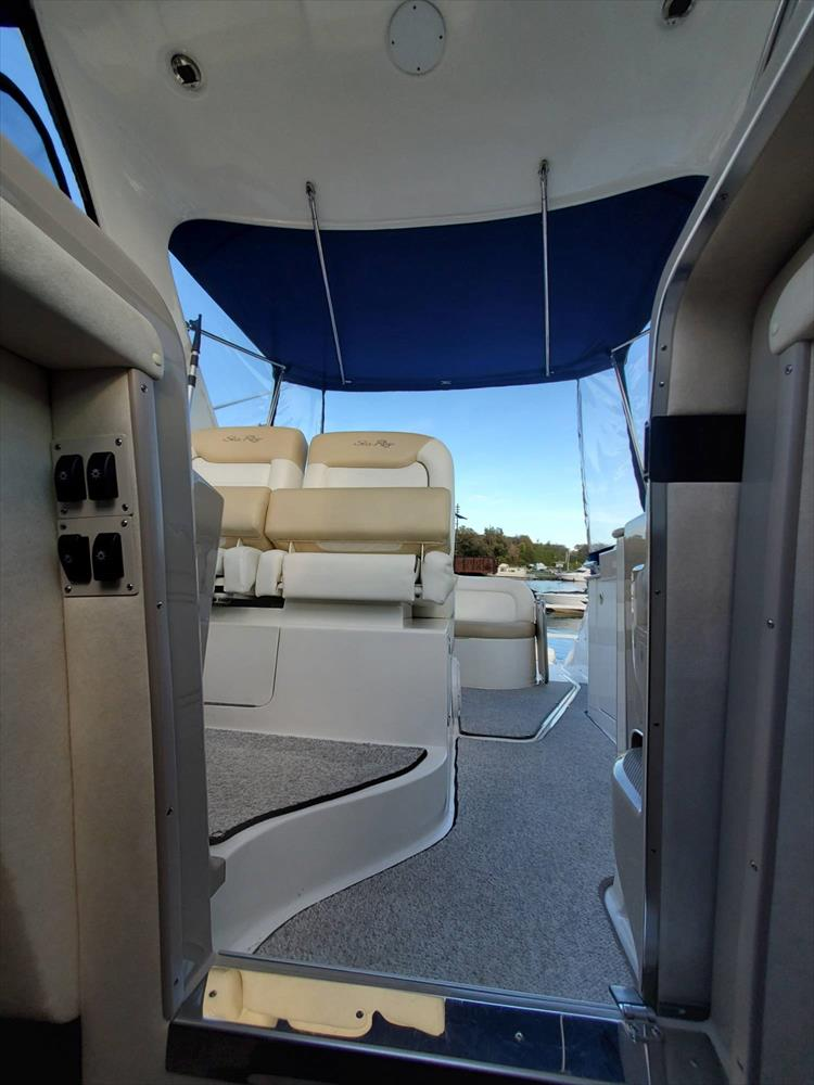 Photo 33 of 40 - 2008 Sea Ray 310 Sundancer for sale