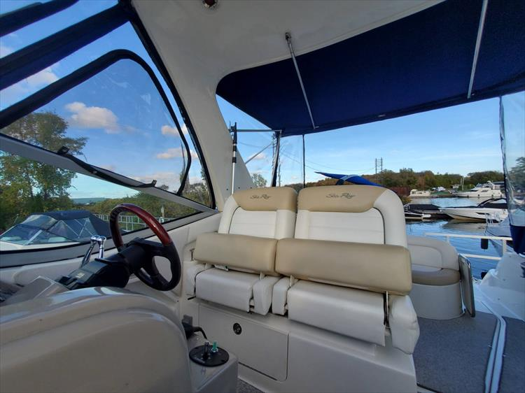Photo 34 of 40 - 2008 Sea Ray 310 Sundancer for sale