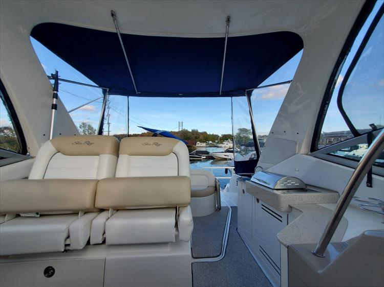 Photo 35 of 40 - 2008 Sea Ray 310 Sundancer for sale