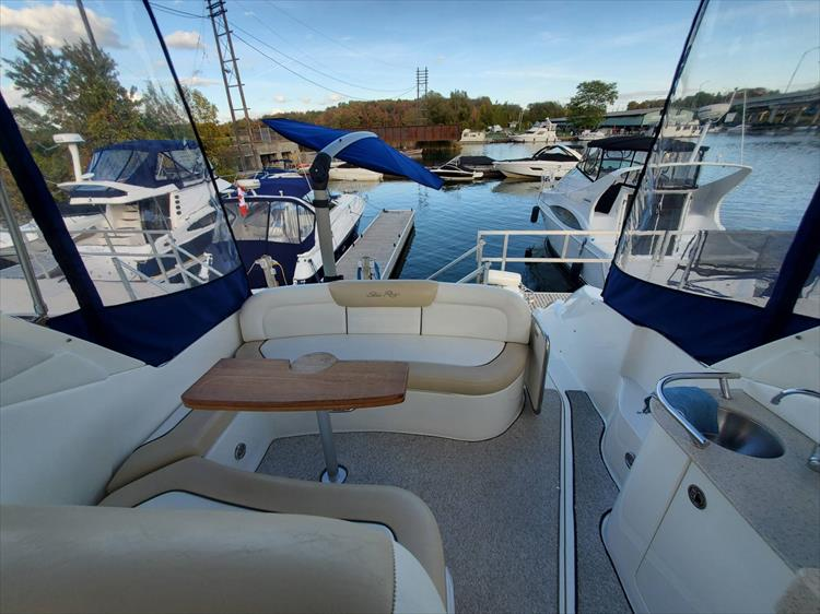 Photo 37 of 40 - 2008 Sea Ray 310 Sundancer for sale