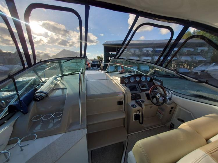 Photo 17 of 40 - 2008 Sea Ray 310 Sundancer for sale