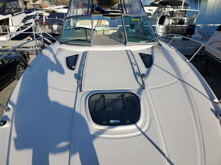 Photo 20 of 40 - 2008 Sea Ray 310 Sundancer for sale