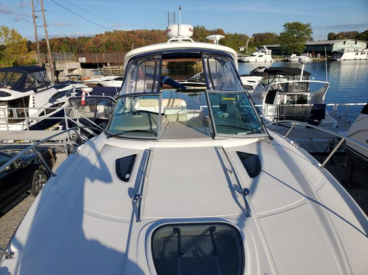 Photo 21 of 40 - 2008 Sea Ray 310 Sundancer for sale