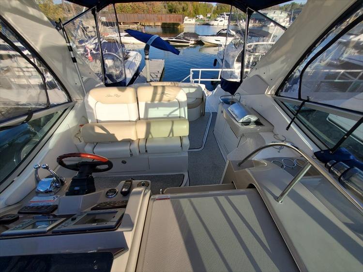 Photo 22 of 40 - 2008 Sea Ray 310 Sundancer for sale