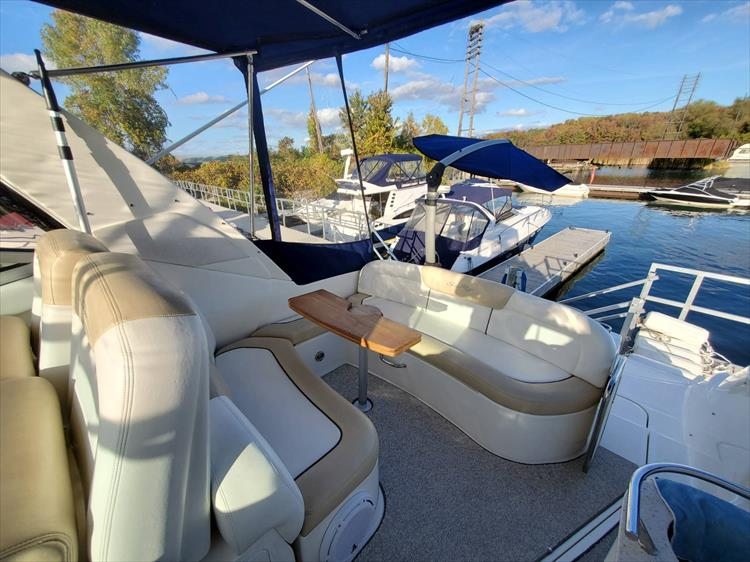 Photo 8 of 40 - 2008 Sea Ray 310 Sundancer for sale