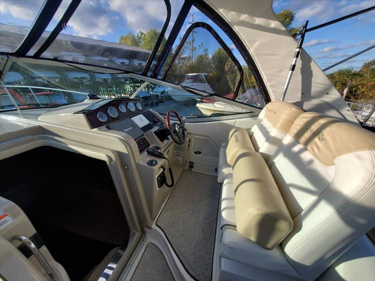 Photo 9 of 40 - 2008 Sea Ray 310 Sundancer for sale