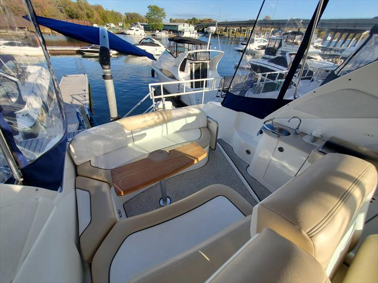 Photo 12 of 40 - 2008 Sea Ray 310 Sundancer for sale