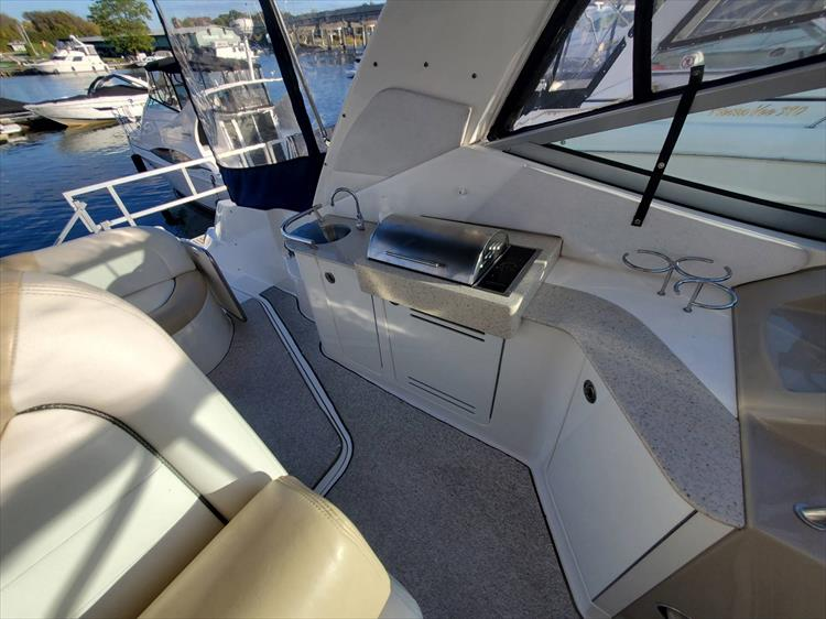 Photo 13 of 40 - 2008 Sea Ray 310 Sundancer for sale