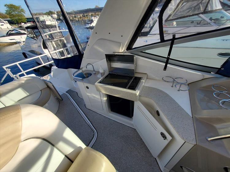 Photo 14 of 40 - 2008 Sea Ray 310 Sundancer for sale