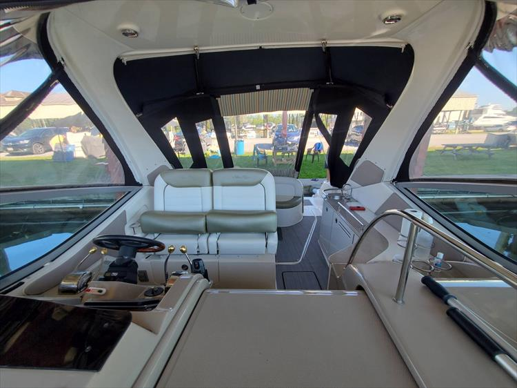 Photo 15 of 36 - 2007 Sea Ray 310 Sundancer for sale