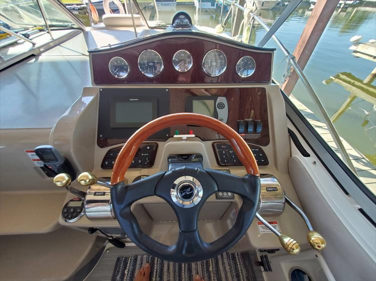 Photo 16 of 36 - 2007 Sea Ray 310 Sundancer for sale